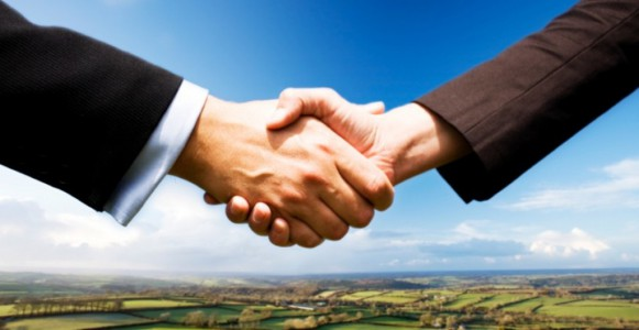 membership-shaking-hands-815x420
