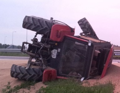 apvirtęs traktorius